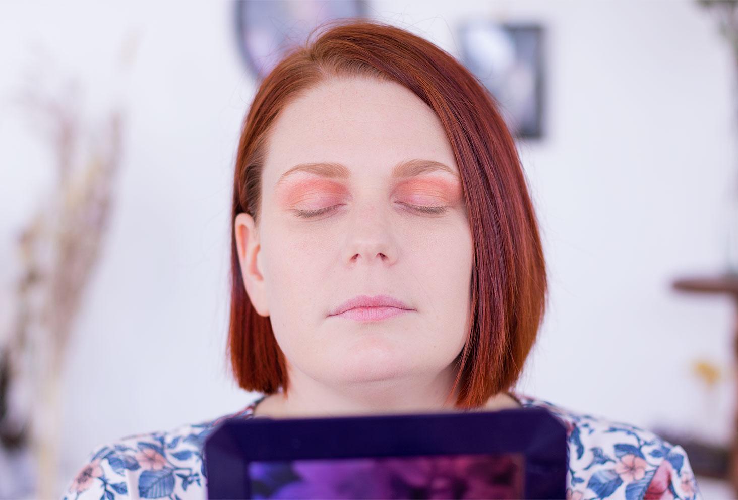 Etape 1 du make-up coloré réalisé avec la palette Moroccan Spice