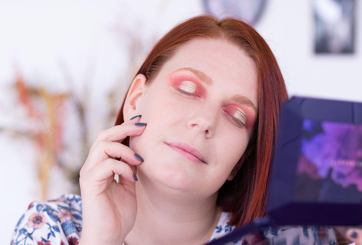 Etape 3 du make-up coloré réalisé avec la palette Moroccan Spice