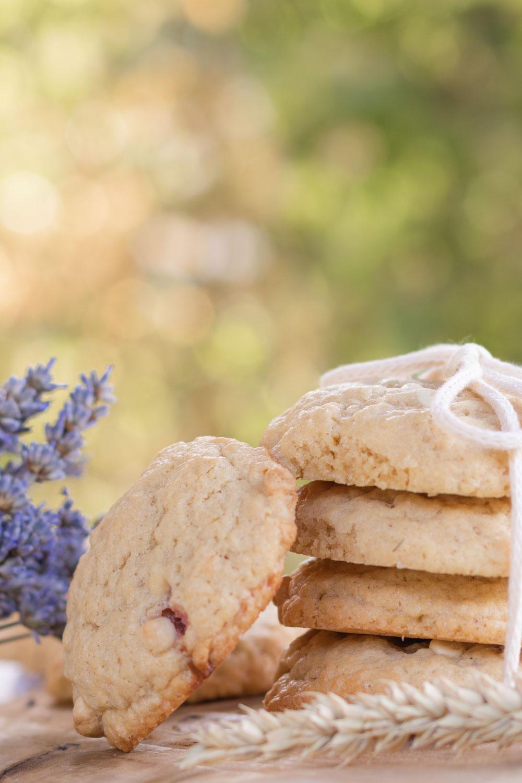 Cookies fourrés aux fraises avec des pépites de chocolat blanc