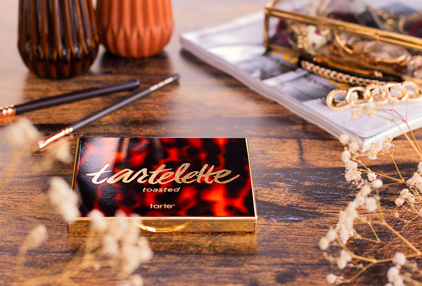 Zoom sur le packaging de la palette Tartelette Toasted fermée