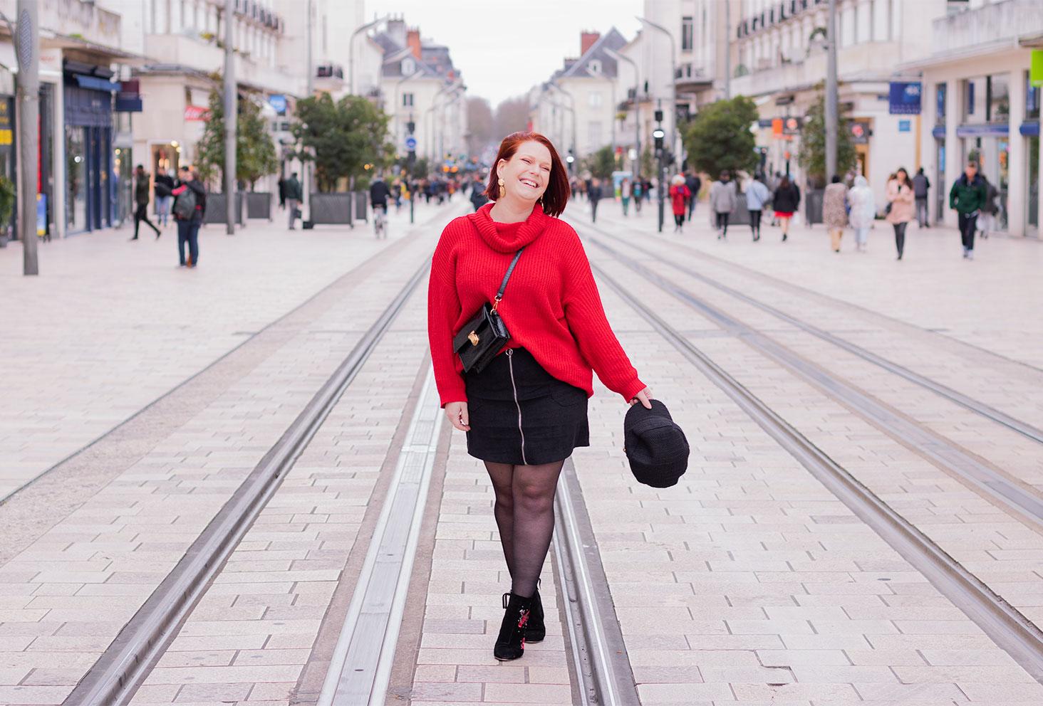 Look rouge et noir pour parler du harcèlement de rue