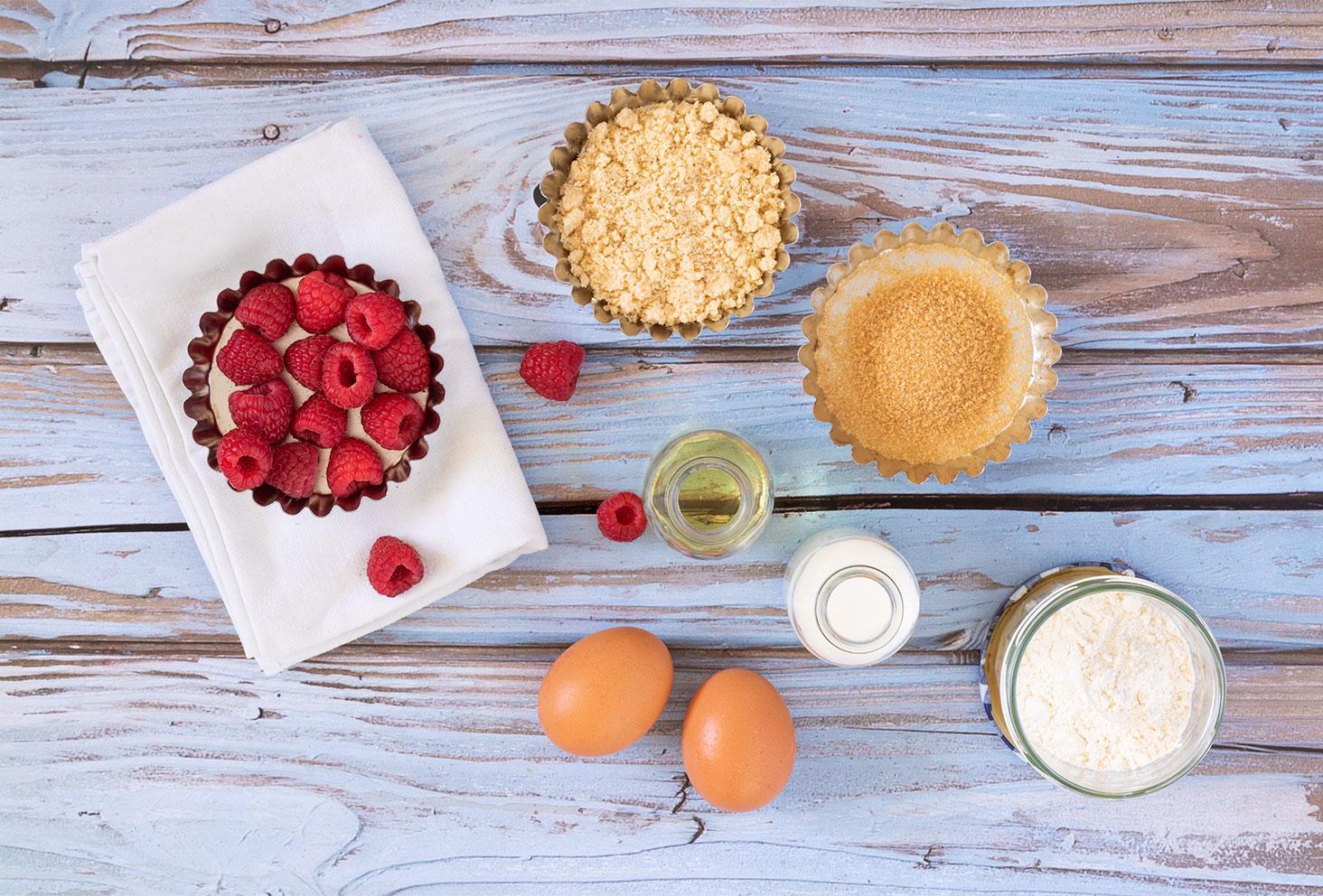 Les ingrédients nécessaires à la réalisations de muffins moelleux aux framboises et à la noisette