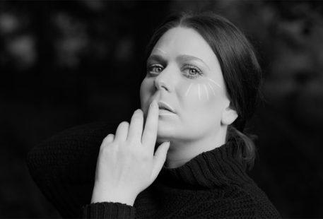 Autoportrait en noir et blanc pour parler de mon angoisse : l'angoisse