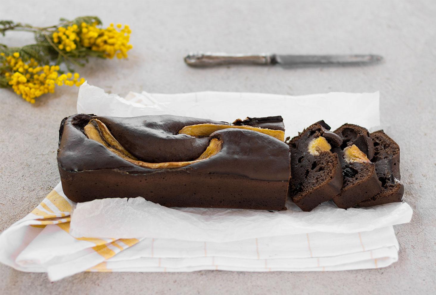 Zoom sur les parts de la recette protéinée réalisée avec les Fit Chocolate de Natural Mojo, un banana bread moelleux