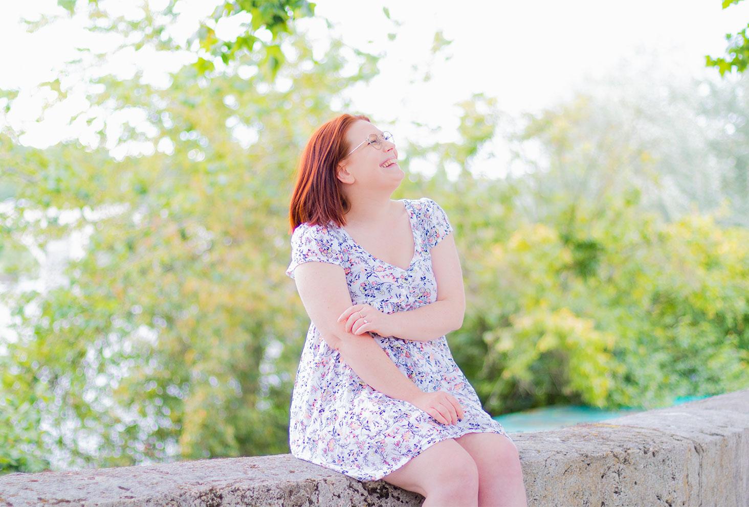 Tendances pour l'été, les robes à fleurs fluides, portée sur les bords de Loire à Tours