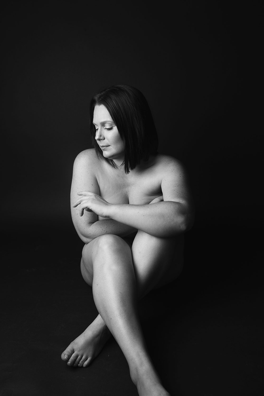Photographie studio de nu en noir et blanc pour illustrer un article intime