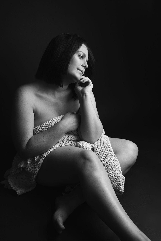 Bucolique en noir et blanc pour des photos de nu en studio
