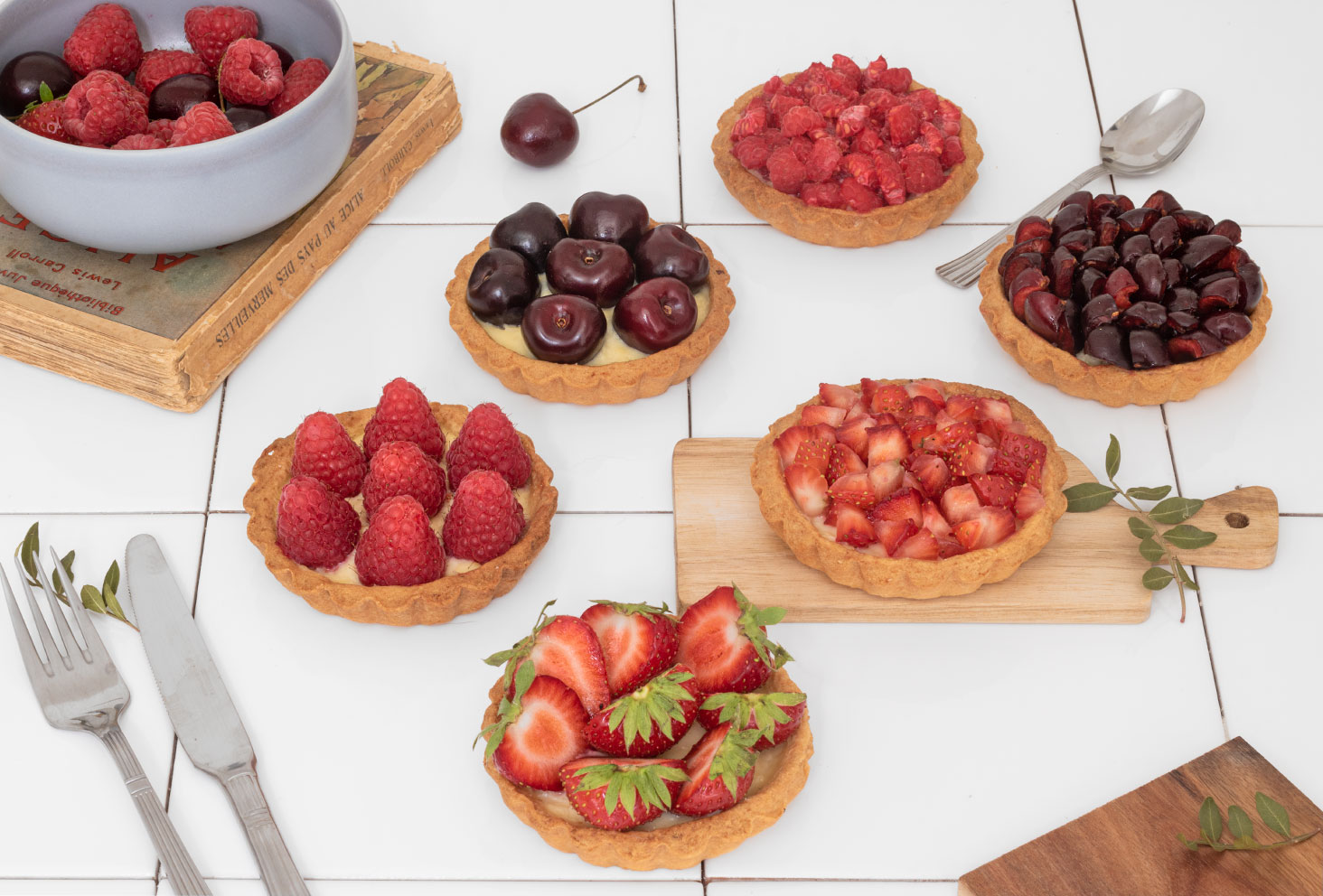 Ensemble de tartelettes aux fruits rouges