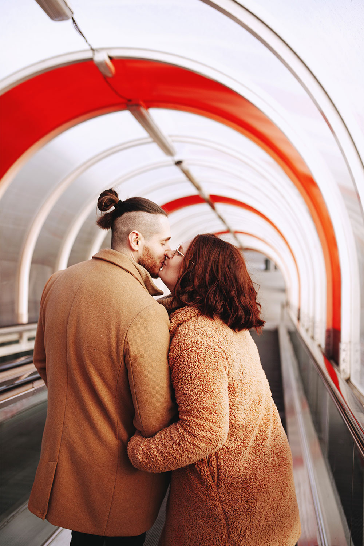 Shooting dans un escalator en amoureux pour la Saint Valentin