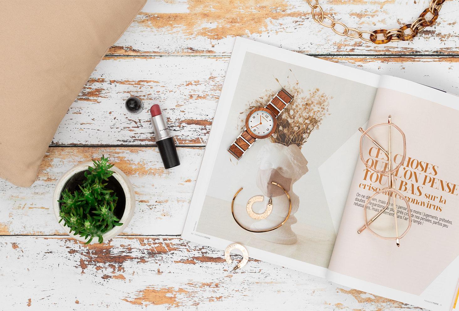 La montre en bois et en acier Anémone de Nordic Wood dans un décor lifestyle, doux et féminin