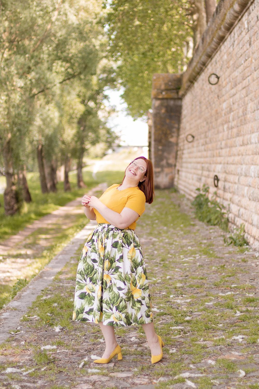 Imprimé fruité citron sur une jupe pour l'été